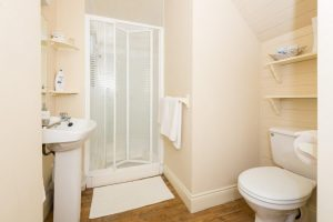 The Harbour Room en suite